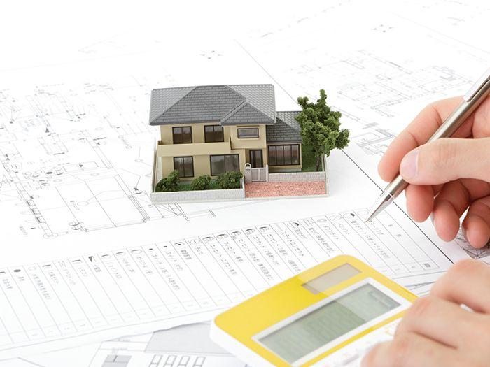 設計図と家の模型