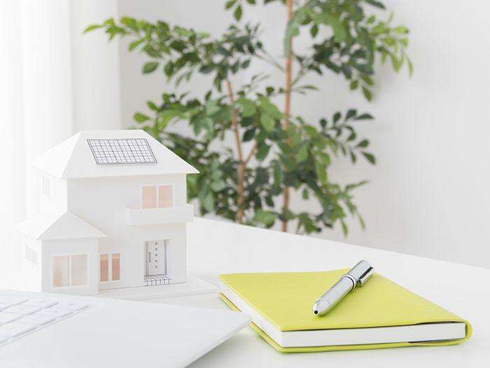 家の模型とメモ帳